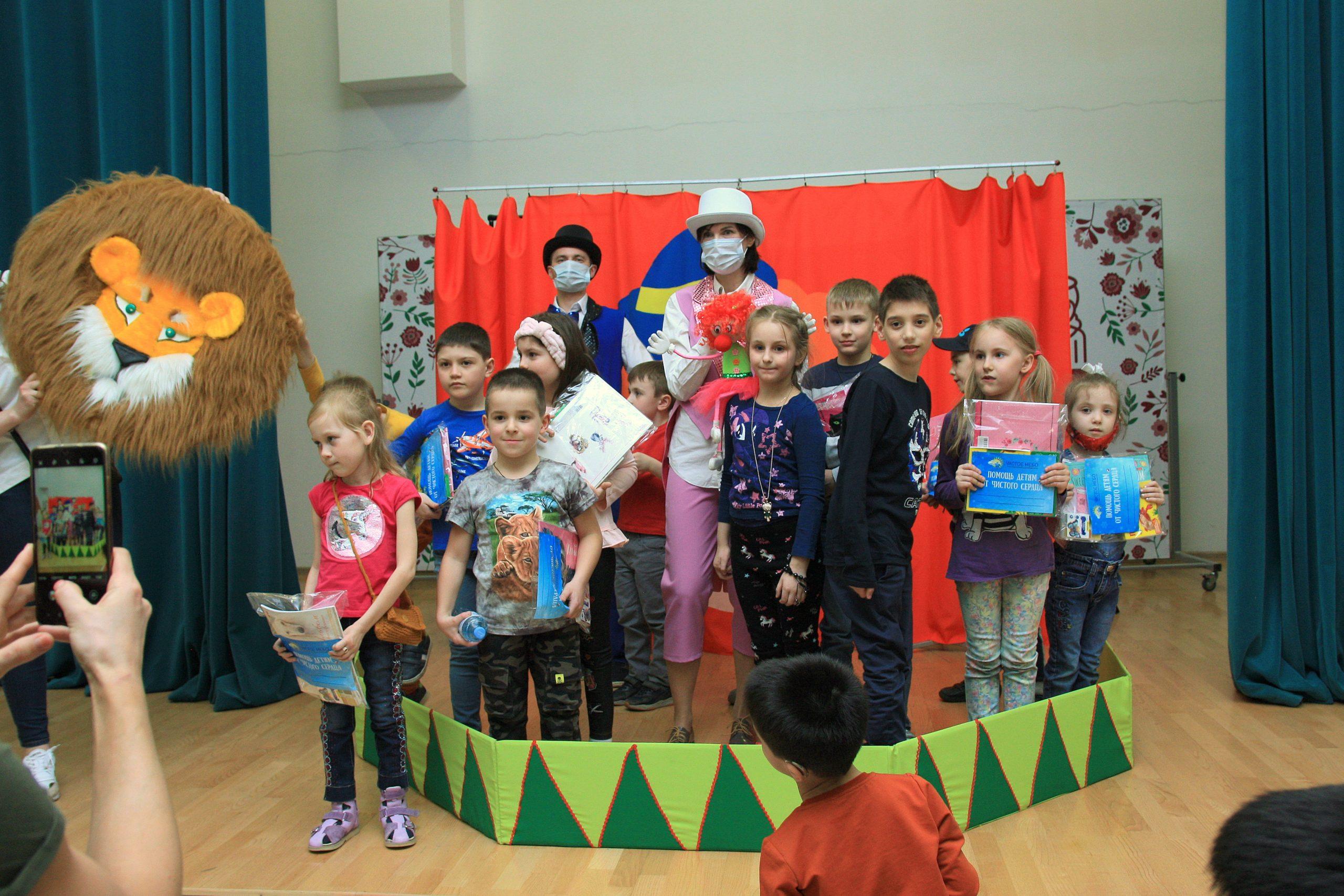 Куклы рассказали детям о доброте и смелости