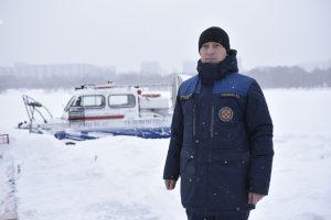 На фото спасатель Южного округа Роман Пасевин