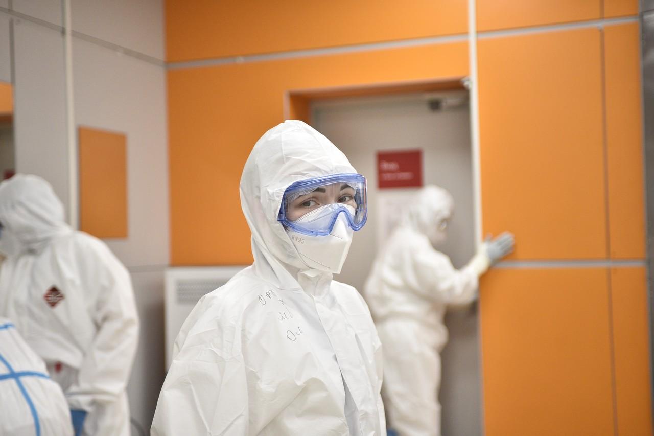 Новыми носителями коронавируса в Москве стали 2,4 тысячи человек
