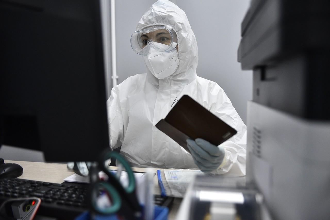 Новыми носителями коронавируса в Москве стали 2,6 тысячи человек