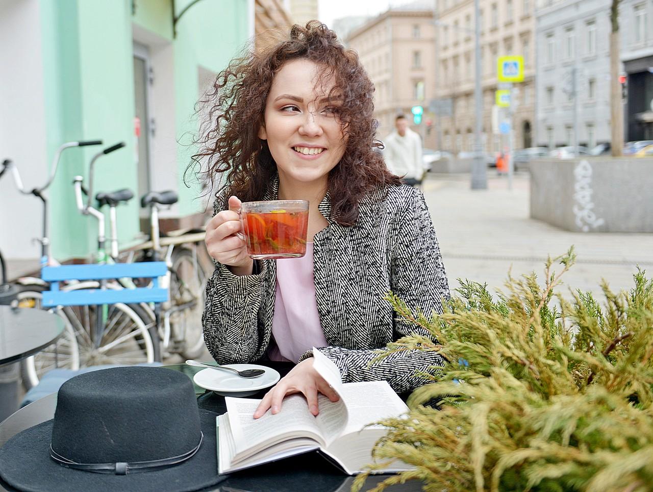 Рестораторов Москвы попросили закрыть летние веранды из-за грозы