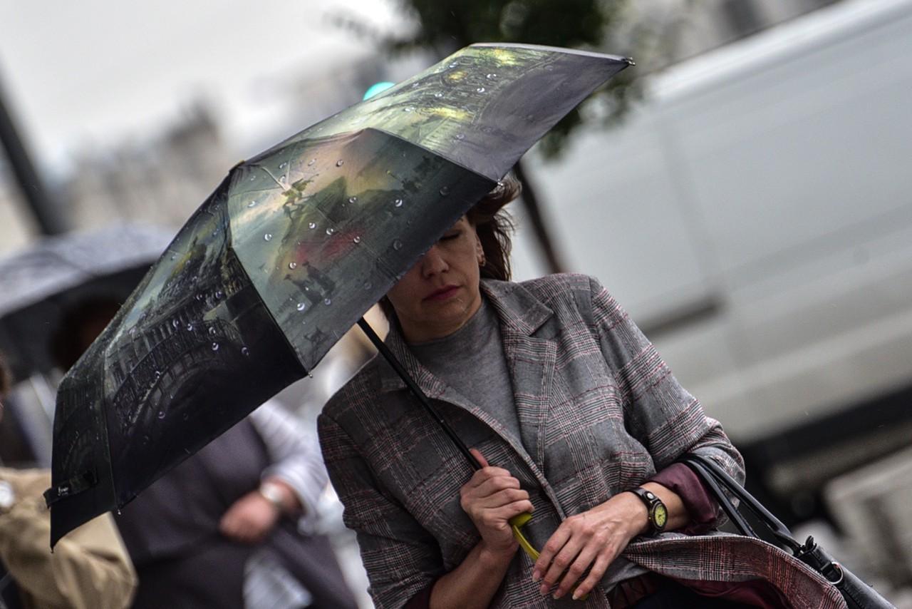 Москвичам пообещали дожди и похолодание в выходные