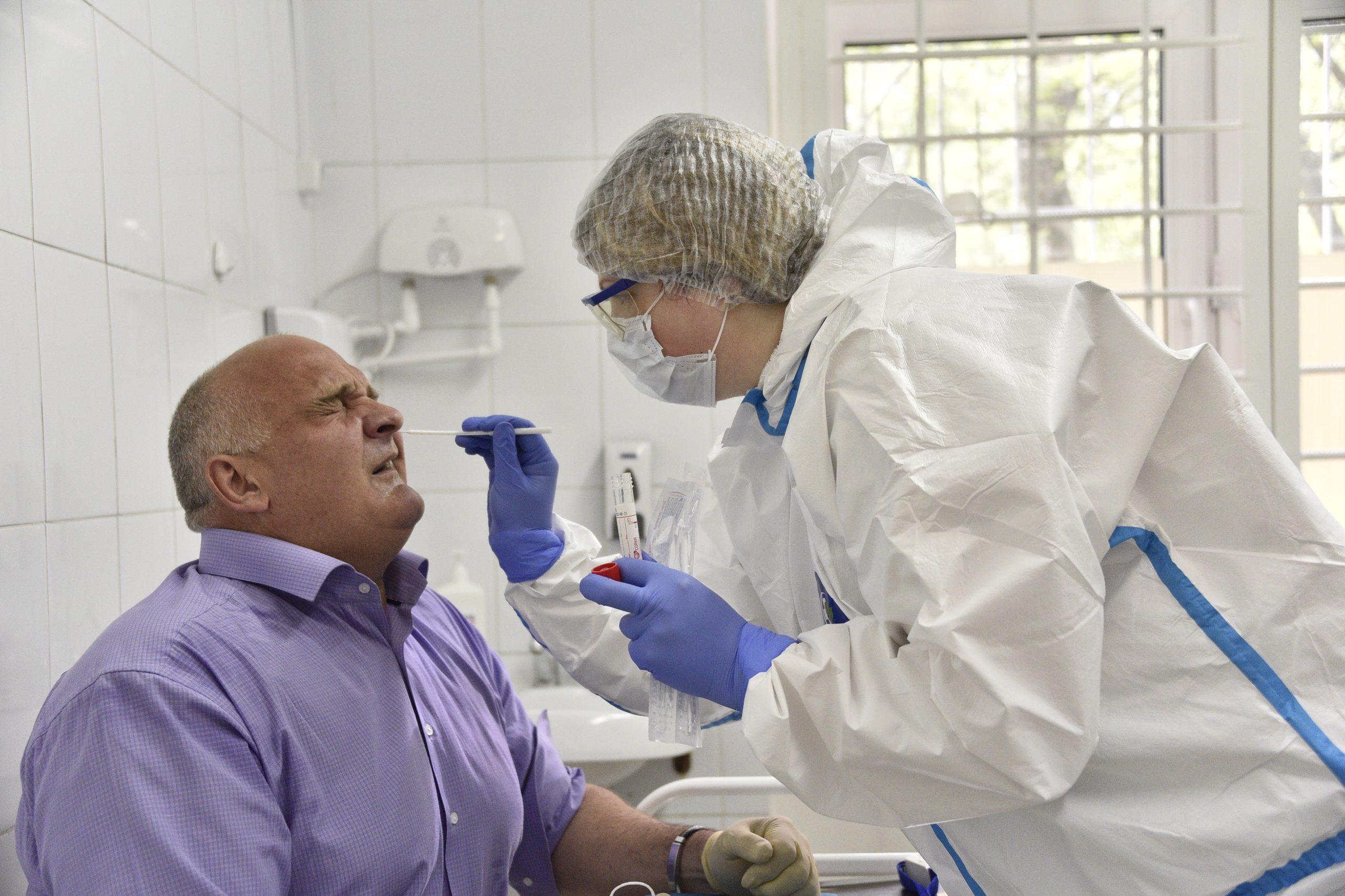 Медики Москвы вылечили от коронавируса еще 1 638 горожан