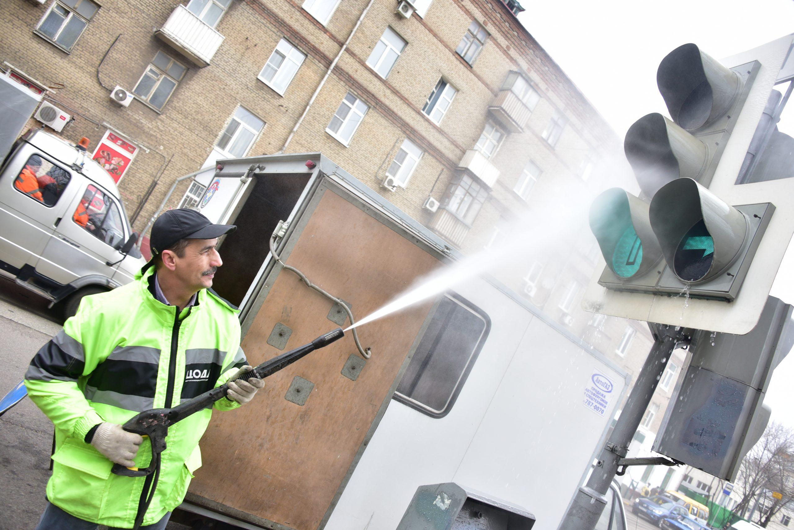 Месячник уборки и благоустройства стартовал в Москве