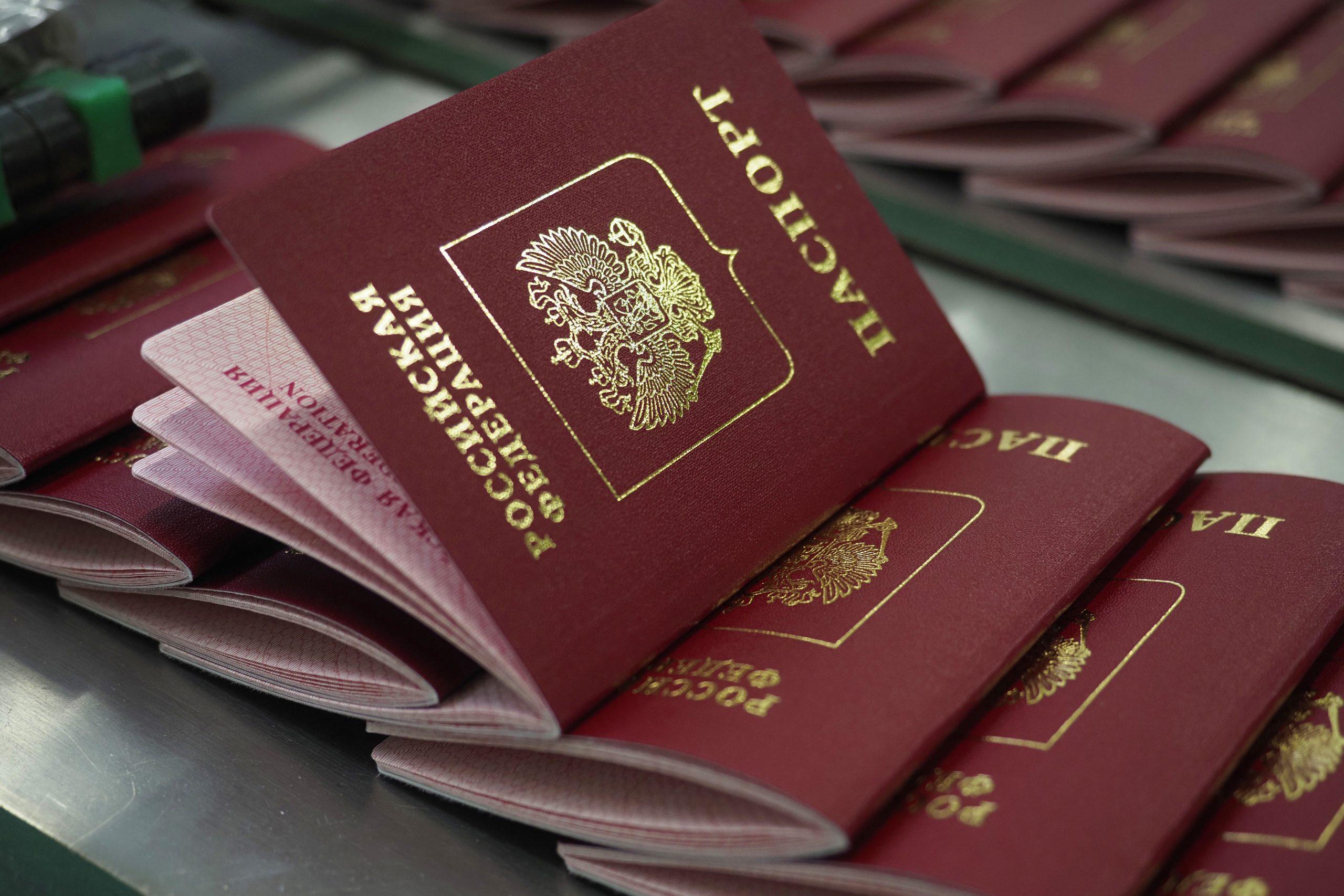 Москвичи получили тысячу загранпаспортов после посещения криптокабин в центрах госуслуг