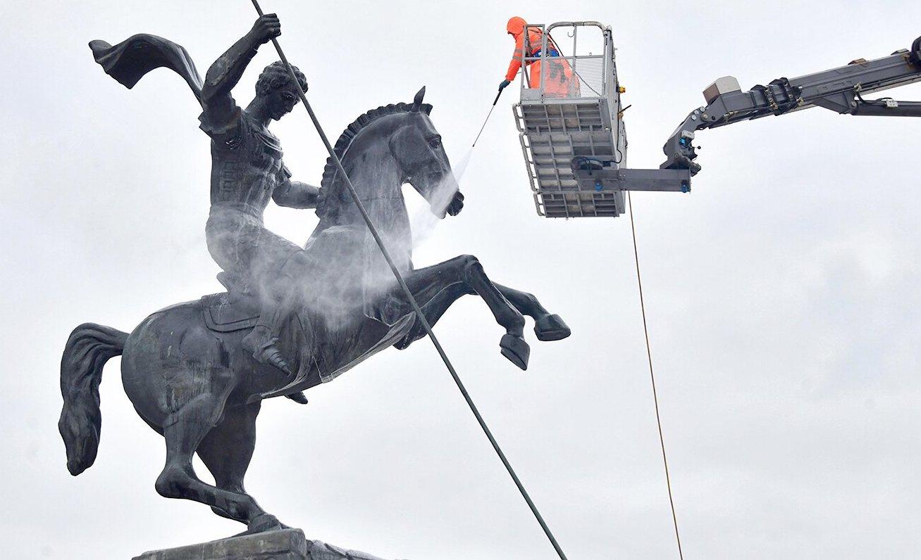До конца апреля промоют более 1,1 тыс столичных памятников. Фото: сайт мэра Москвы