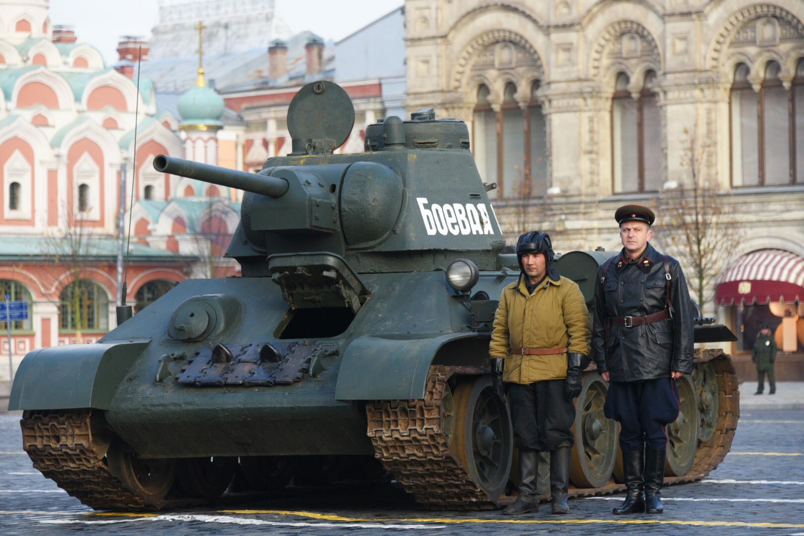 Военную технику для парада Победы пригнали в Москву