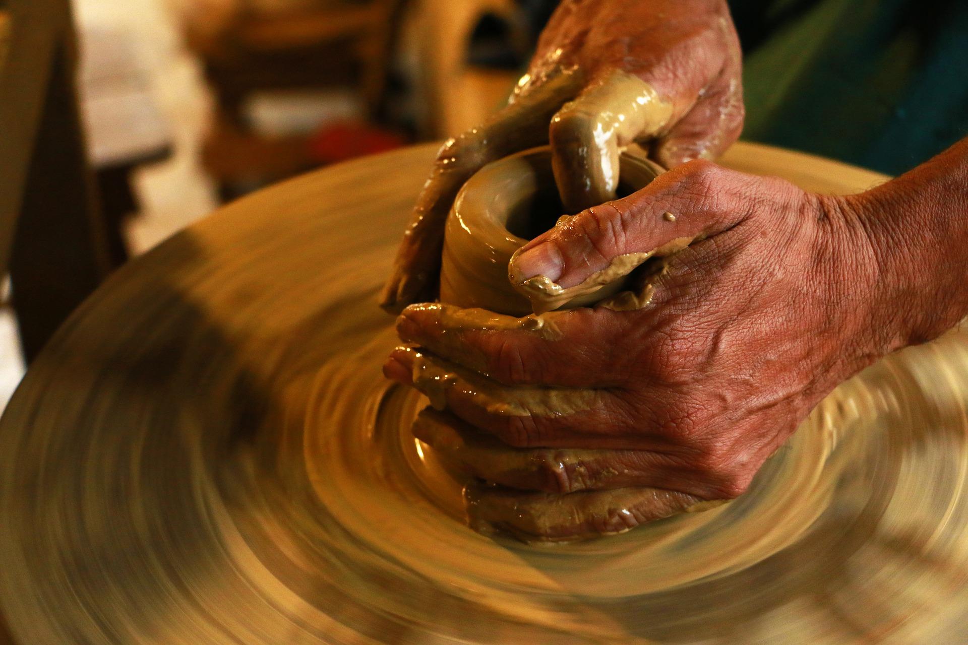 Москвичей пригласили на мастер-класс по созданию керамической сырной тарелки