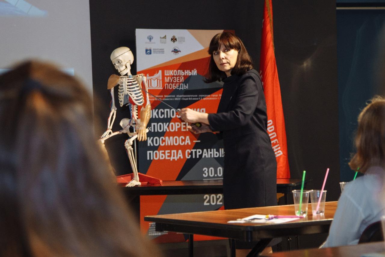 Педагоги школы №504 провели интегрированный урок физики и биологии в Музее Победы
