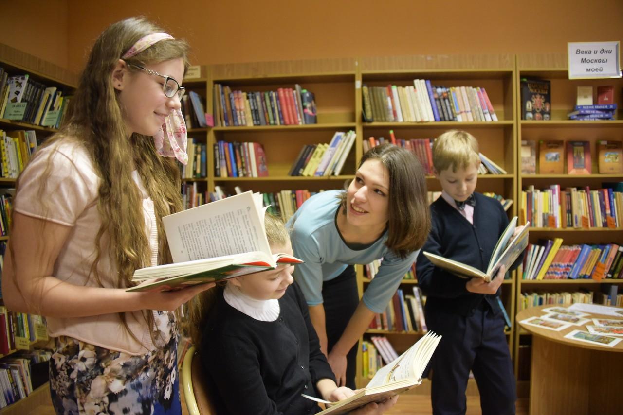 Заведующая библиотекой №138 назвала шесть книг для детского чтения