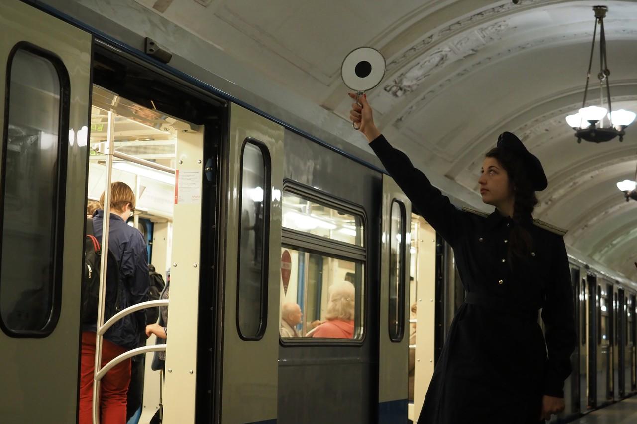 Парад ретропоездов начался в метро Москвы