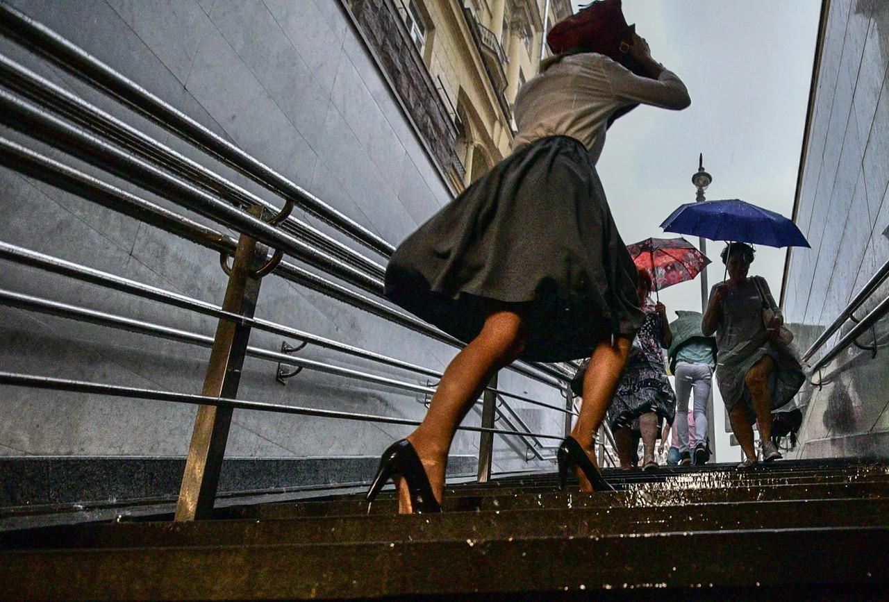 Выходные в Москве будут теплыми и дождливыми