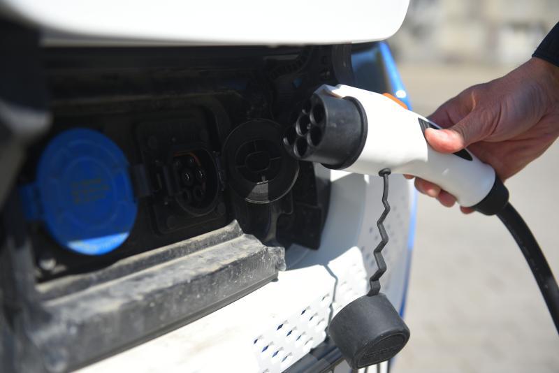 Около 50 зарядных станций для электрокаров установят в столице до конца года
