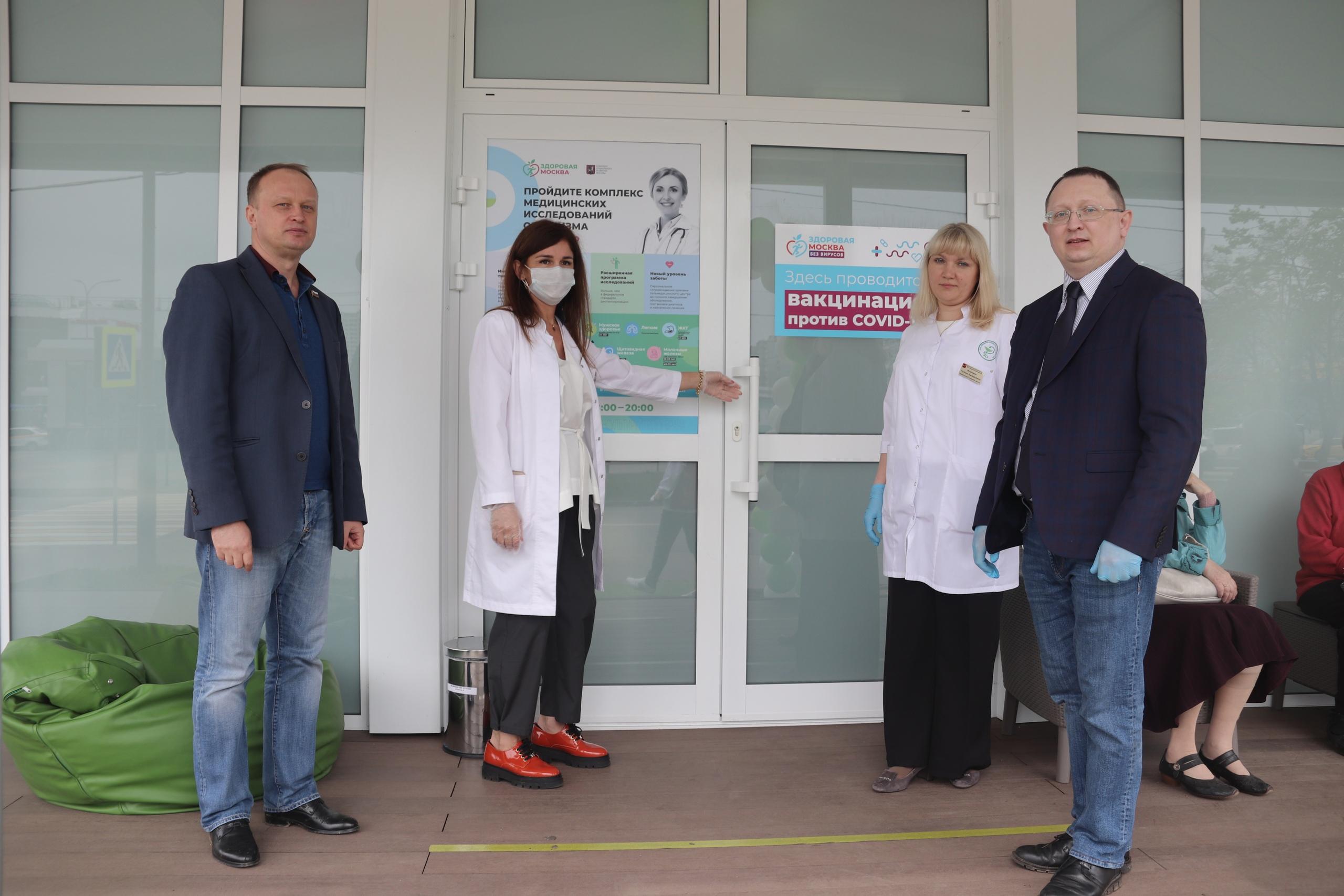 Представители местного самоуправления Орехова-Борисова Южного посетили павильон здоровья