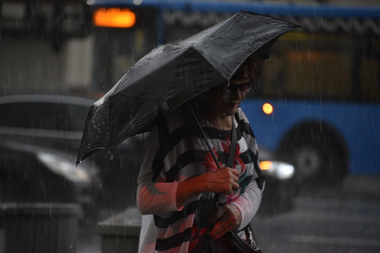 Грозовыми дождями накроет Москву в среду