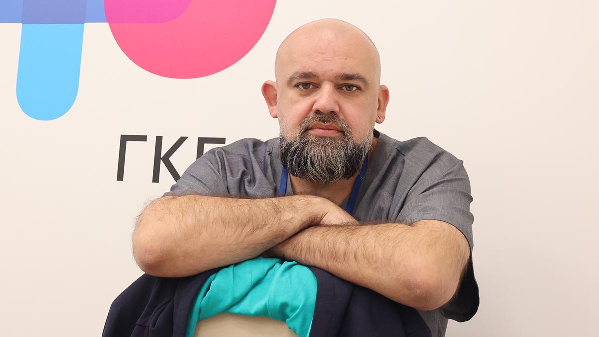 Денис Проценко призвал москвичей активно вакцинироваться от COVID-19. Фото: Виктор Хабаров, «Вечерняя Москва»