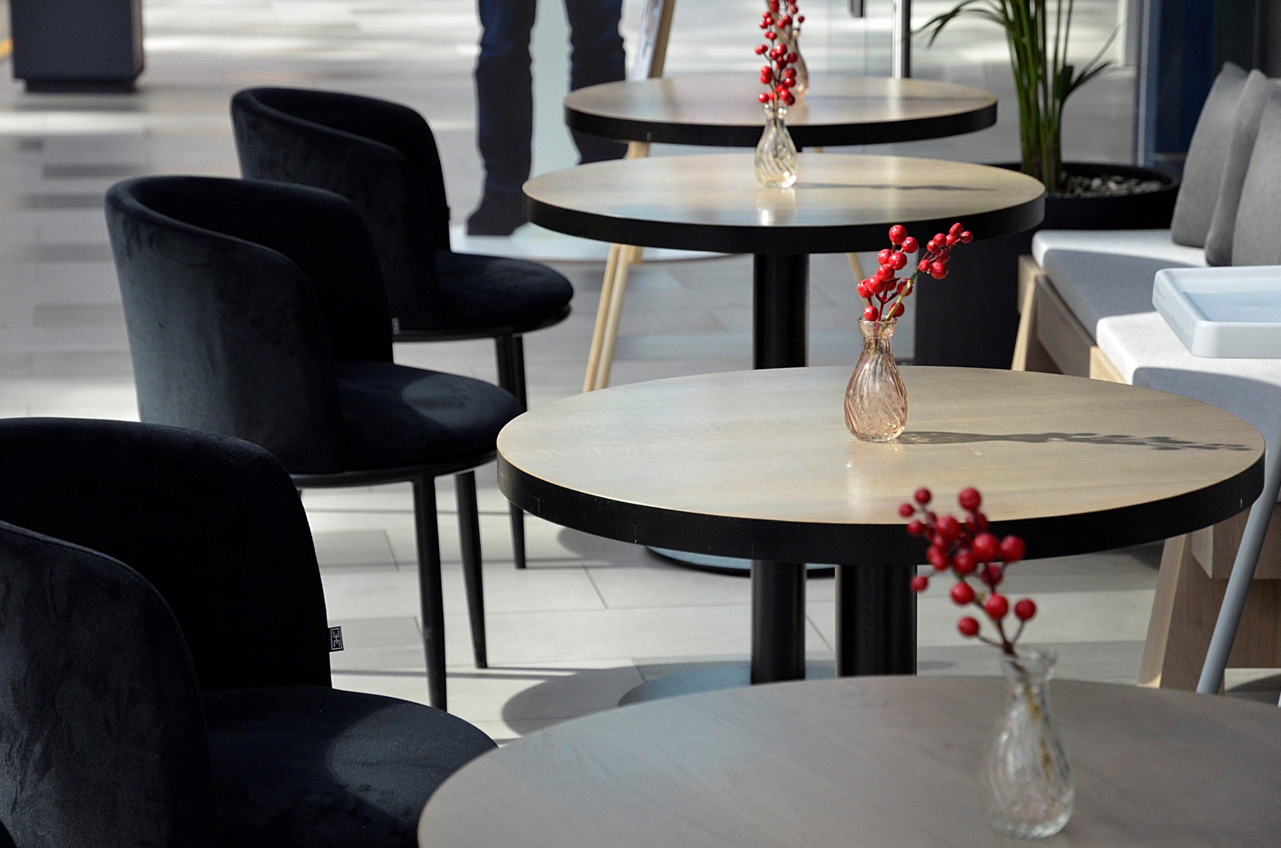 Власти столицы не планируют создавать отдельные зоны для привитых от COVID-19 в ресторанах города