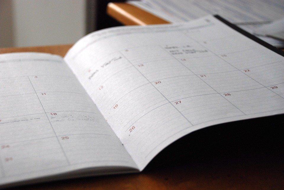 Некоторые учреждения округа будут работать иначе в праздничные дни