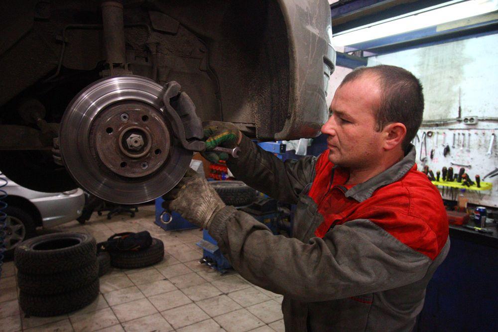 Незаконно построенный шиномонтаж демонтировали в Бирюлеве Восточном