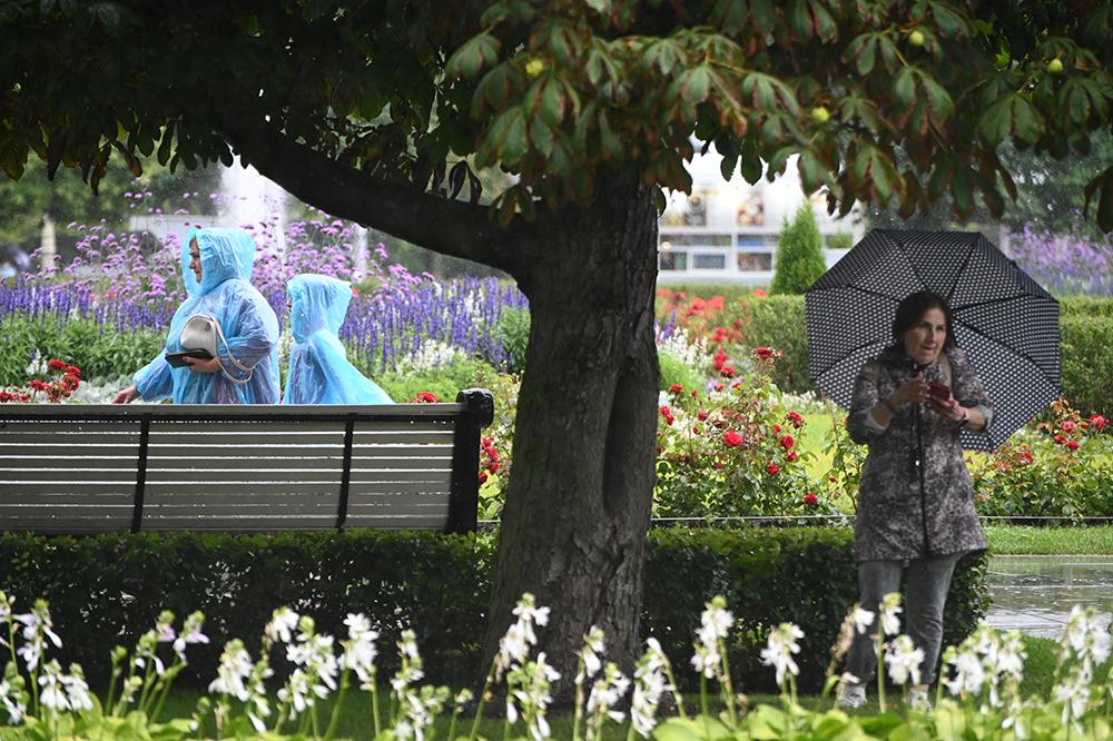 Дождливая и теплая погода ожидается в Москве