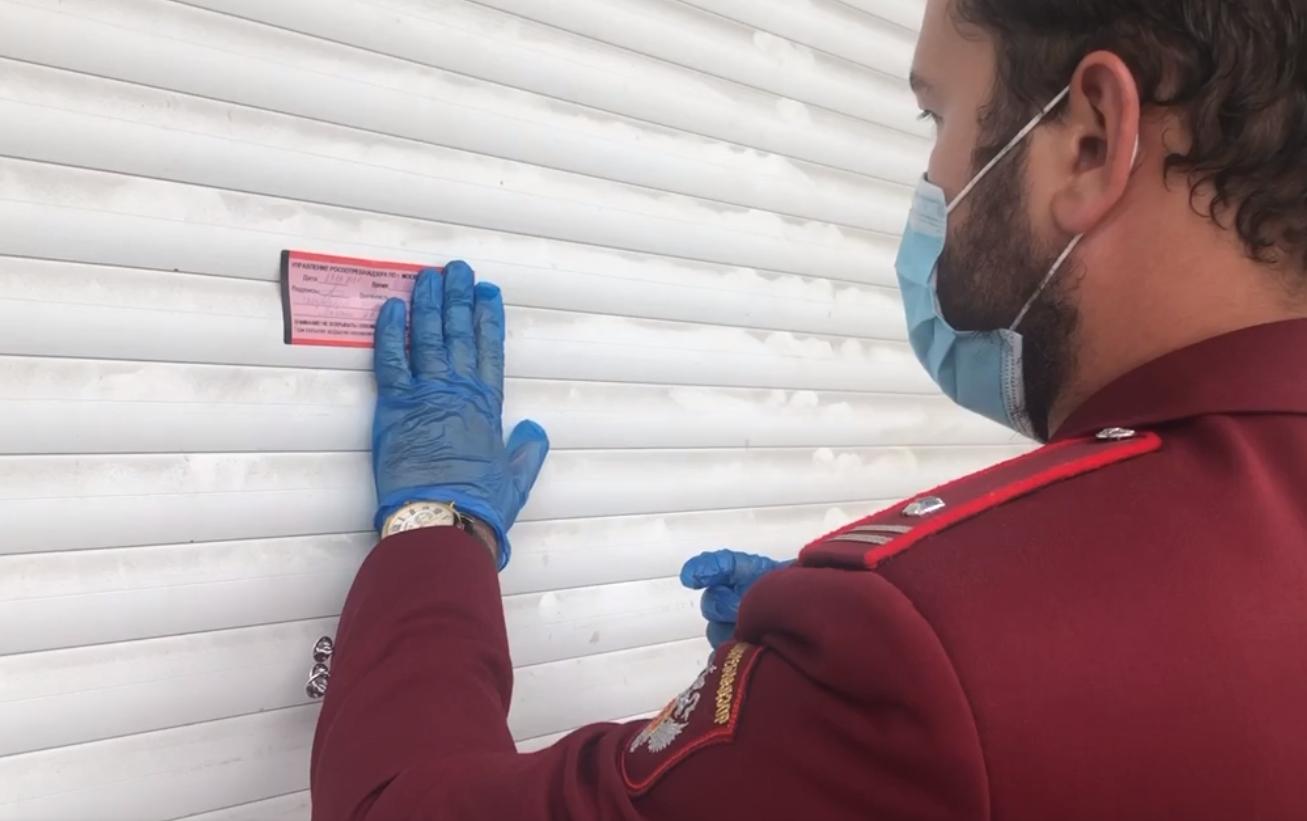 Магазин «Перекресток» на юго-востоке Москвы опечатали после выявления случаев COVID-19 у персонала
