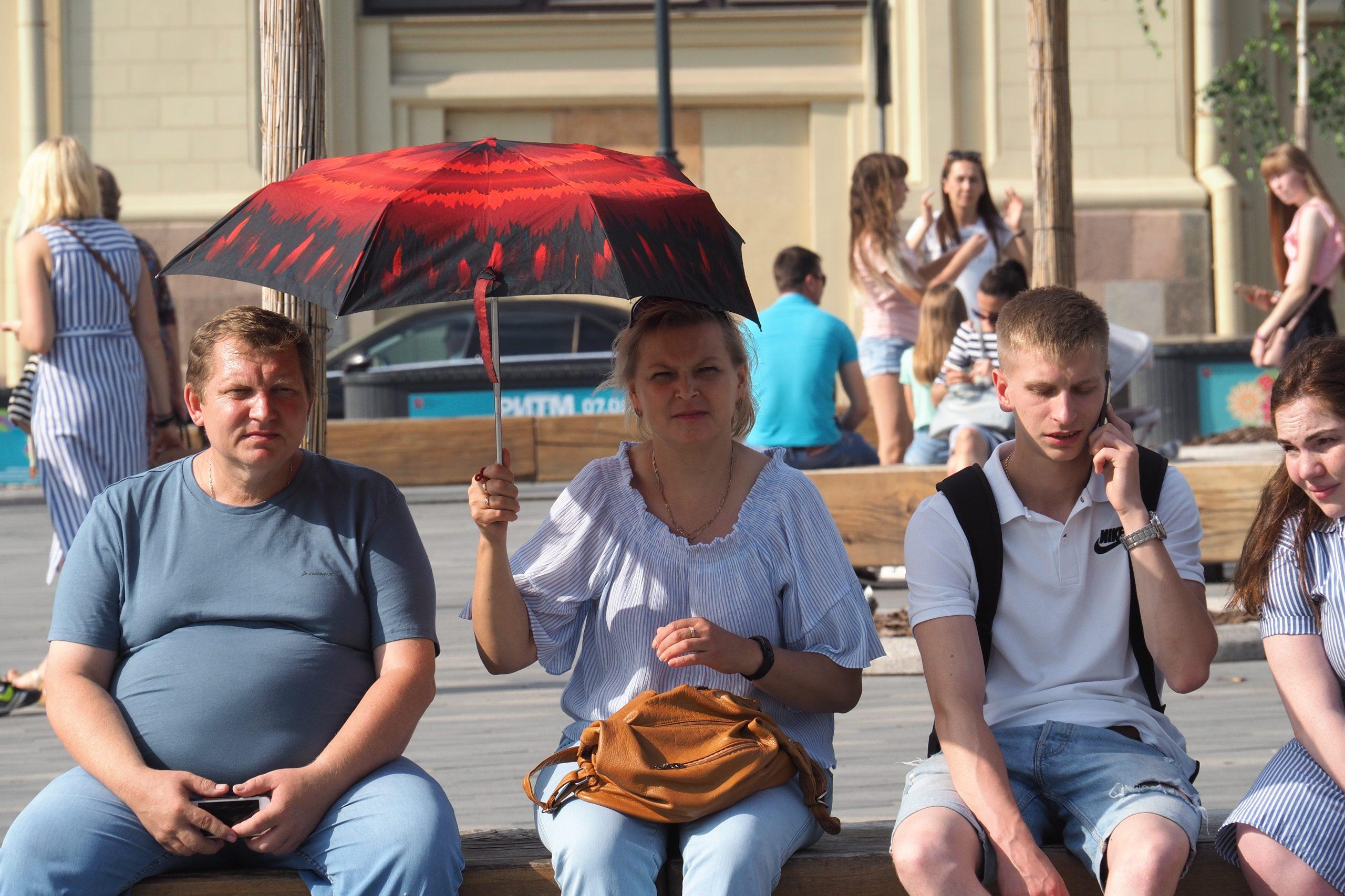 Москвичей ожидают жара и переменная облачность в субботу