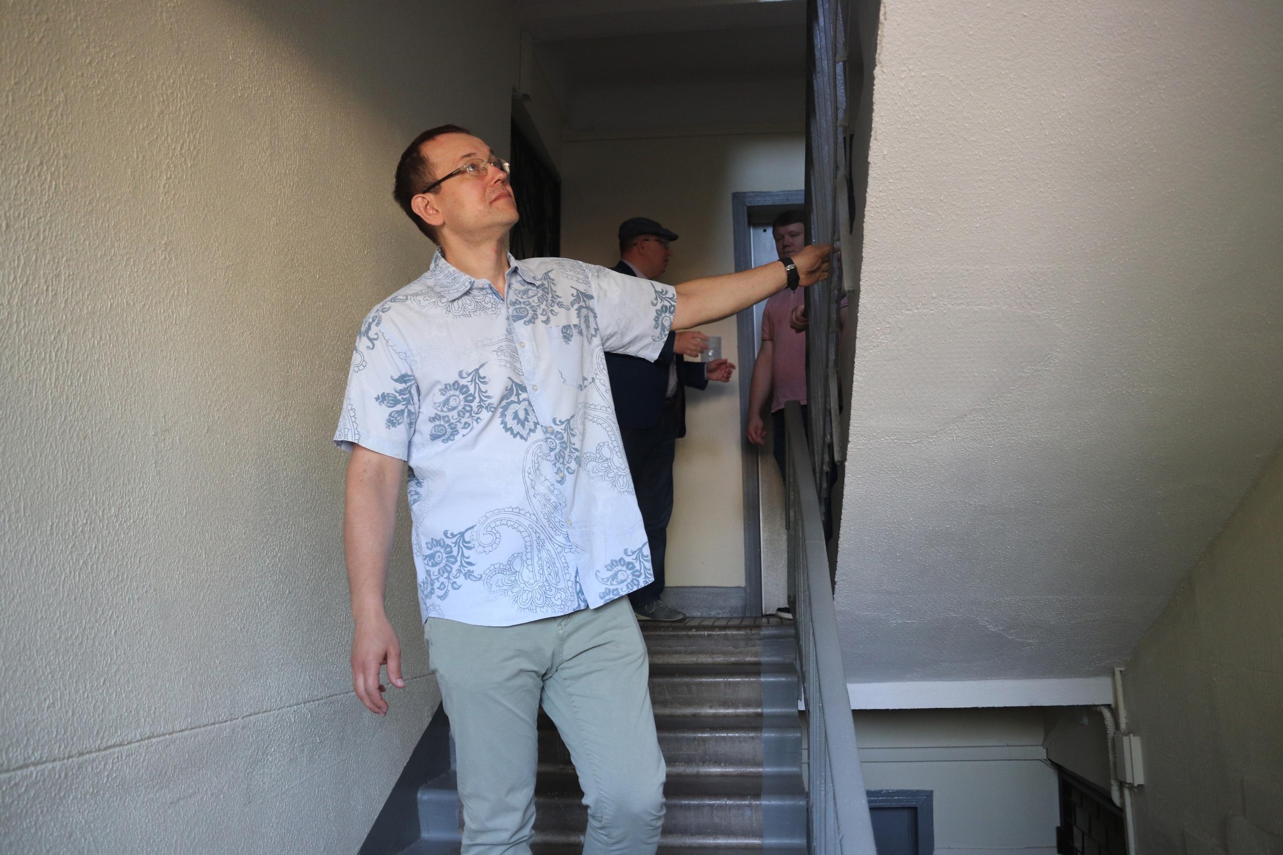 Подъезды в доме на Ясеневой отремонтировали