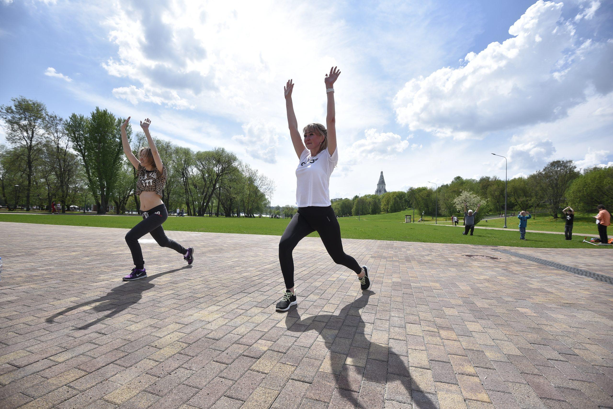 Первые тренировки «Спортивных выходных» прошли в парках Москвы