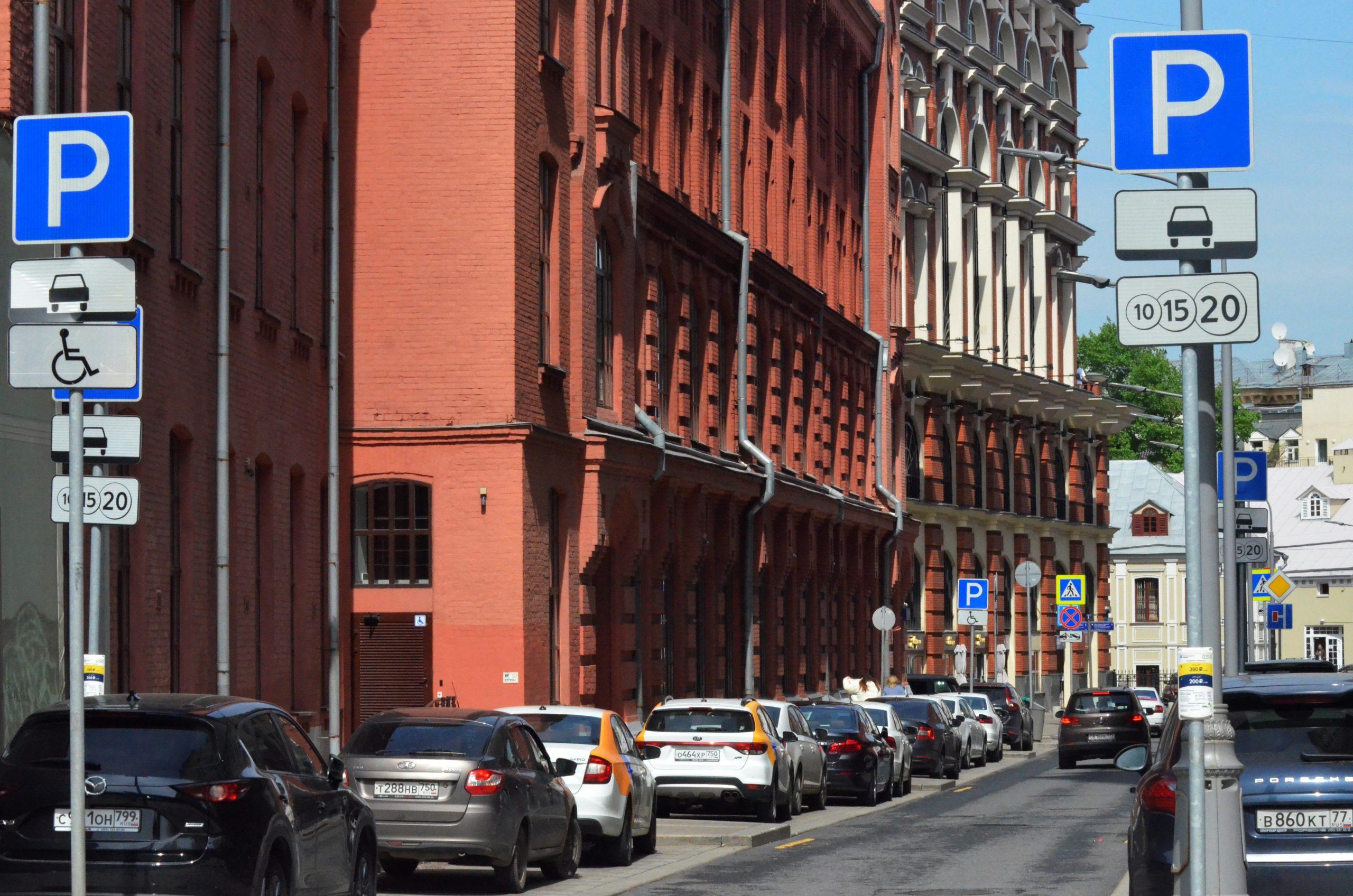 В первом полугодии москвичи купили у города около 700 машино-мест со скидкой 40 процентов