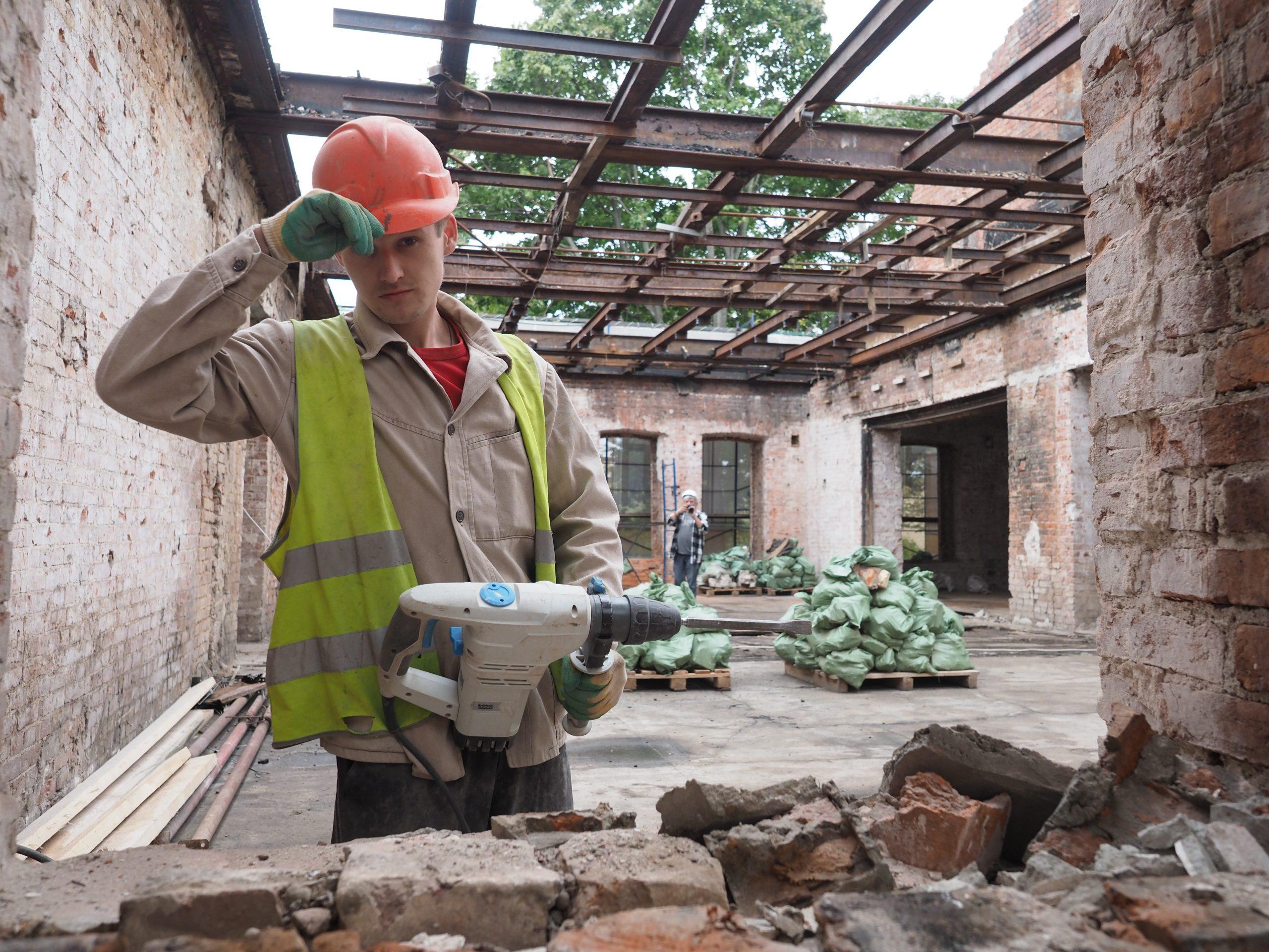 Толщину бетона тщательно проверяют
