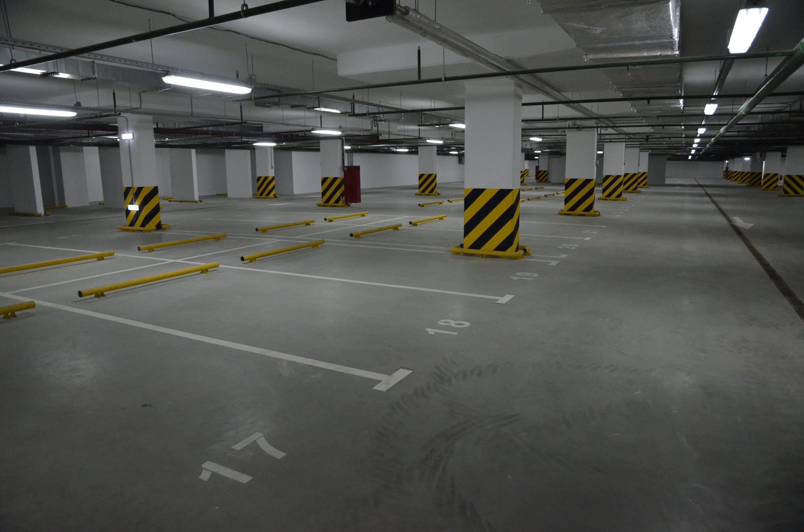 Почти 30 машино-мест выставили на торги на юге Москвы