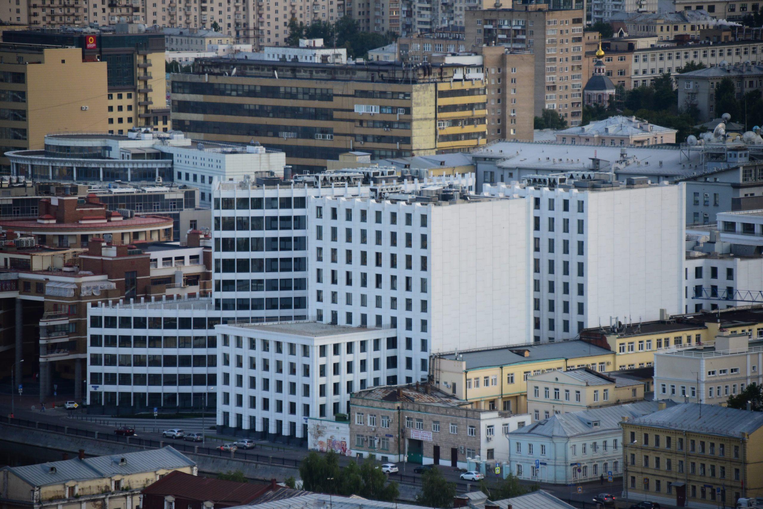 Свыше 90 процентов обязательств по строительству социальных объектов выполняют инвесторы в столице
