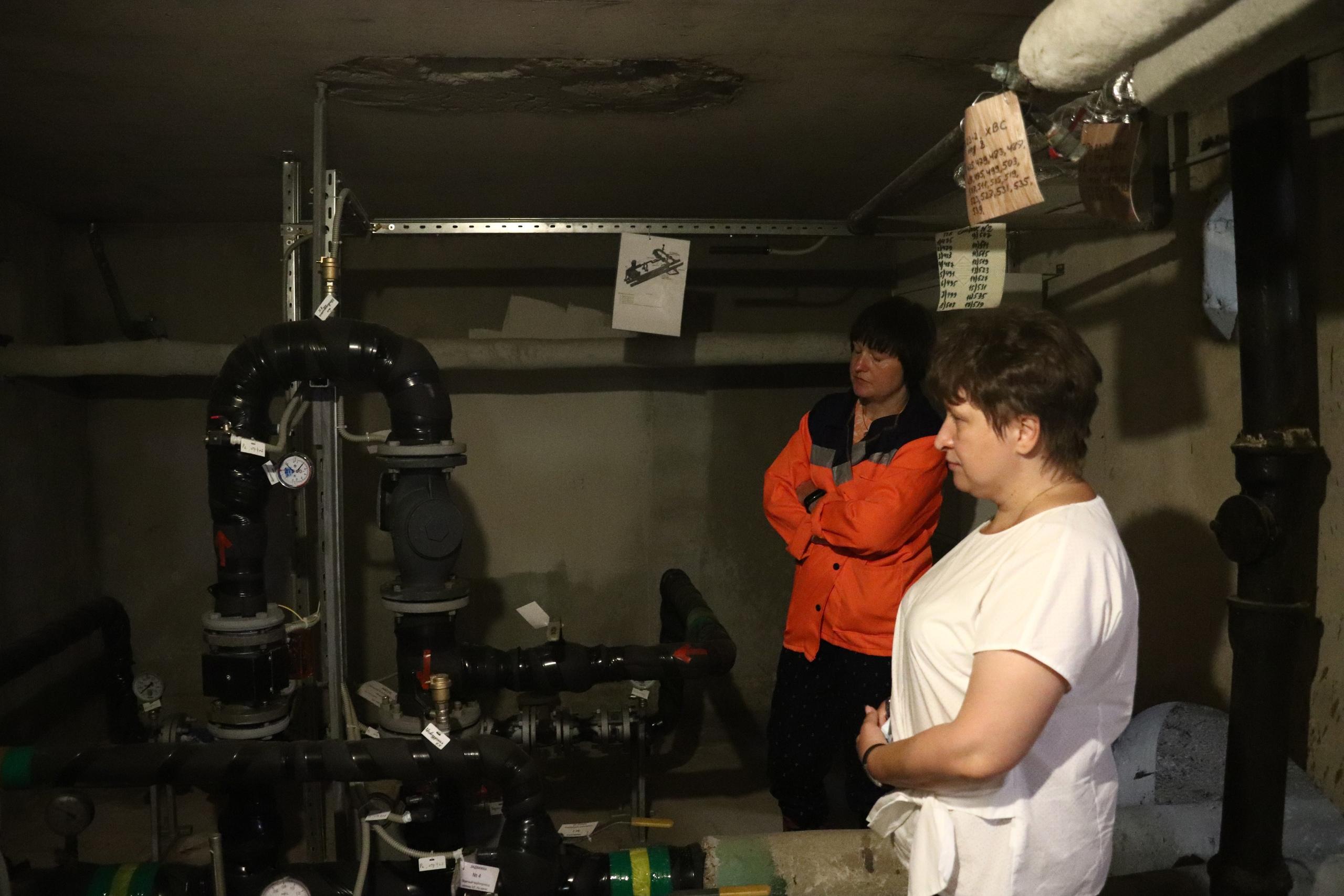 Депутаты и сотрудники «Жилищника» осмотрели готовность теплового узла дома Южного округа