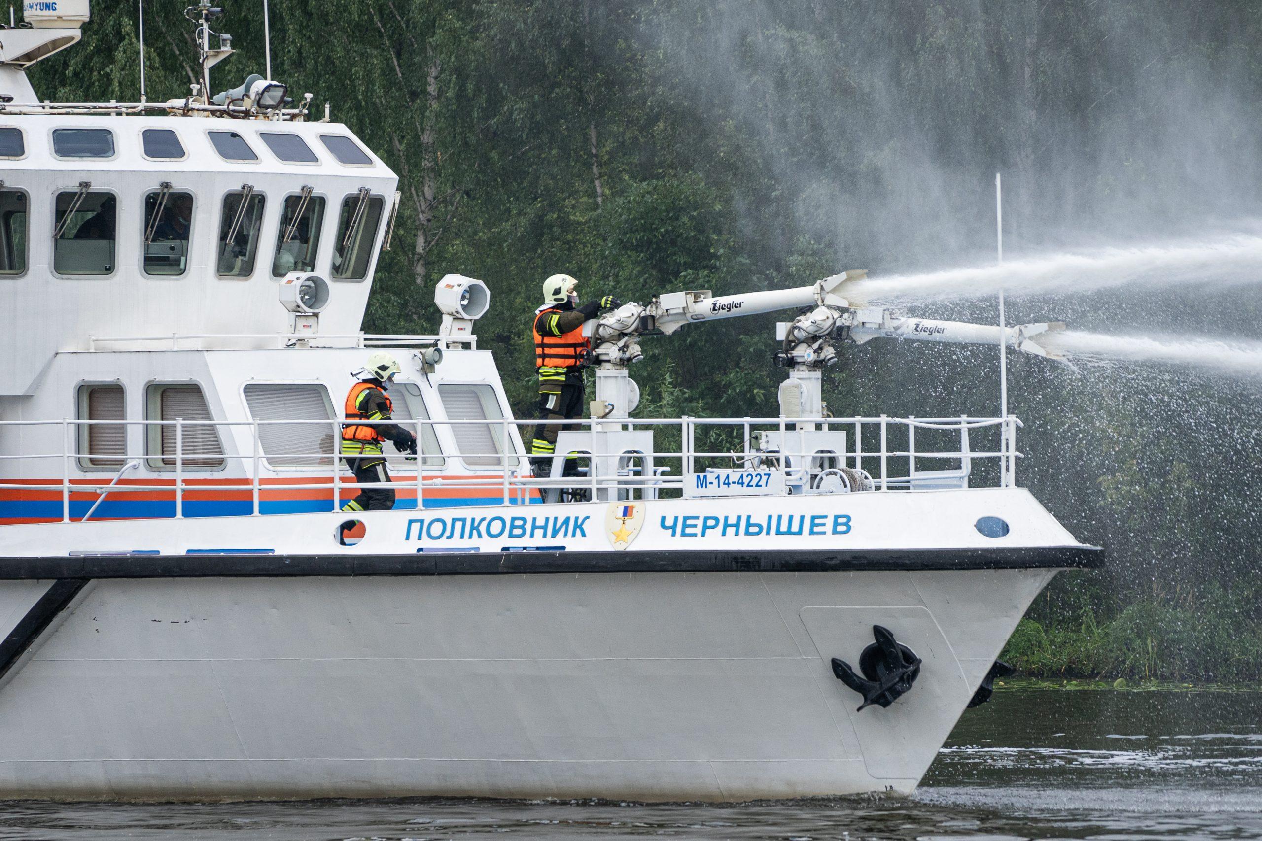 Корабль остановит огонь