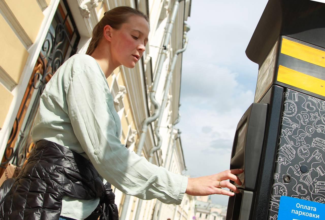 Свыше трех тысяч бесплатных парковочных мест появилось в Москве