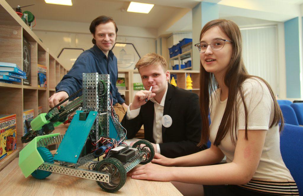Юных инженеров Москвы пригласили на соревнование по робототехнике First Tech Challenge