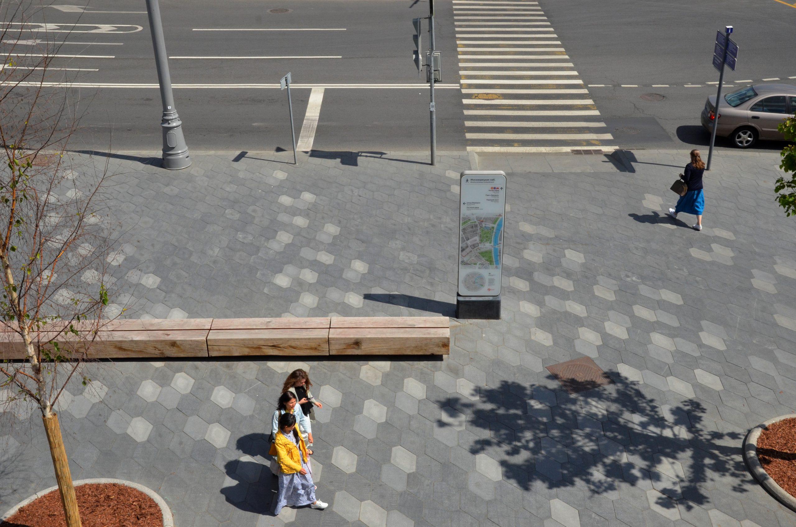 Специалисты закончили ремонт пешеходного маршрута вдоль улицы Ясеневой