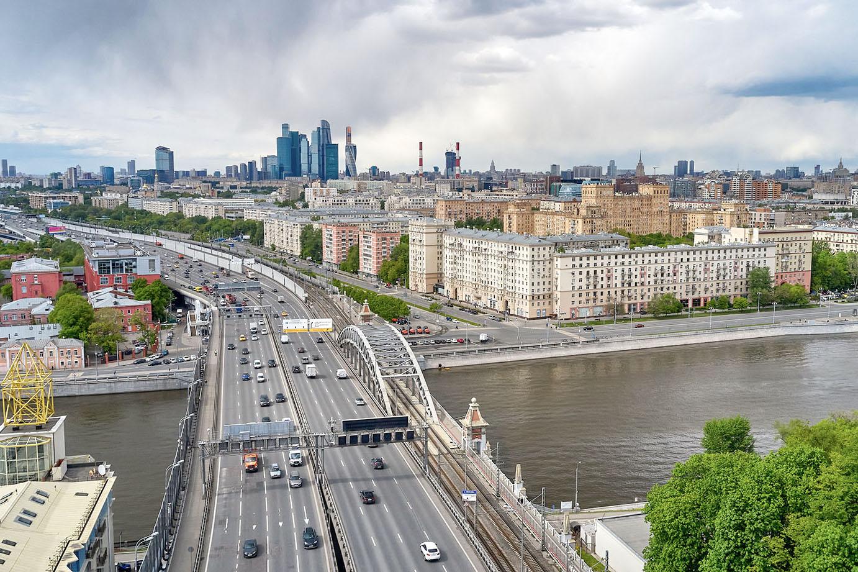 Облачная и теплая погода ожидается в Москве