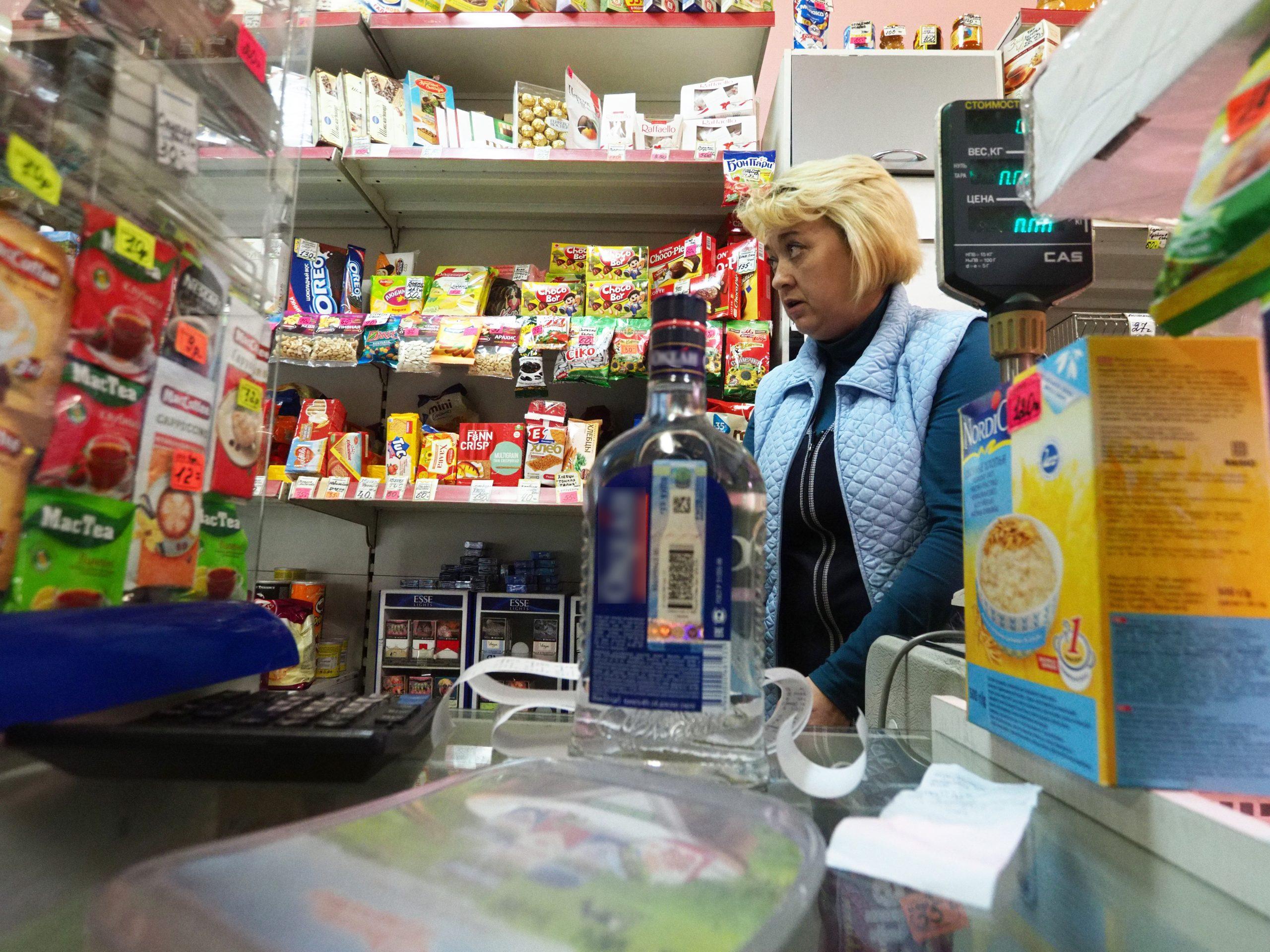 Около пяти тысяч единиц крепкого алкоголя изъято из незаконного оборота в продуктовом магазине в Юго-восточном административном округе