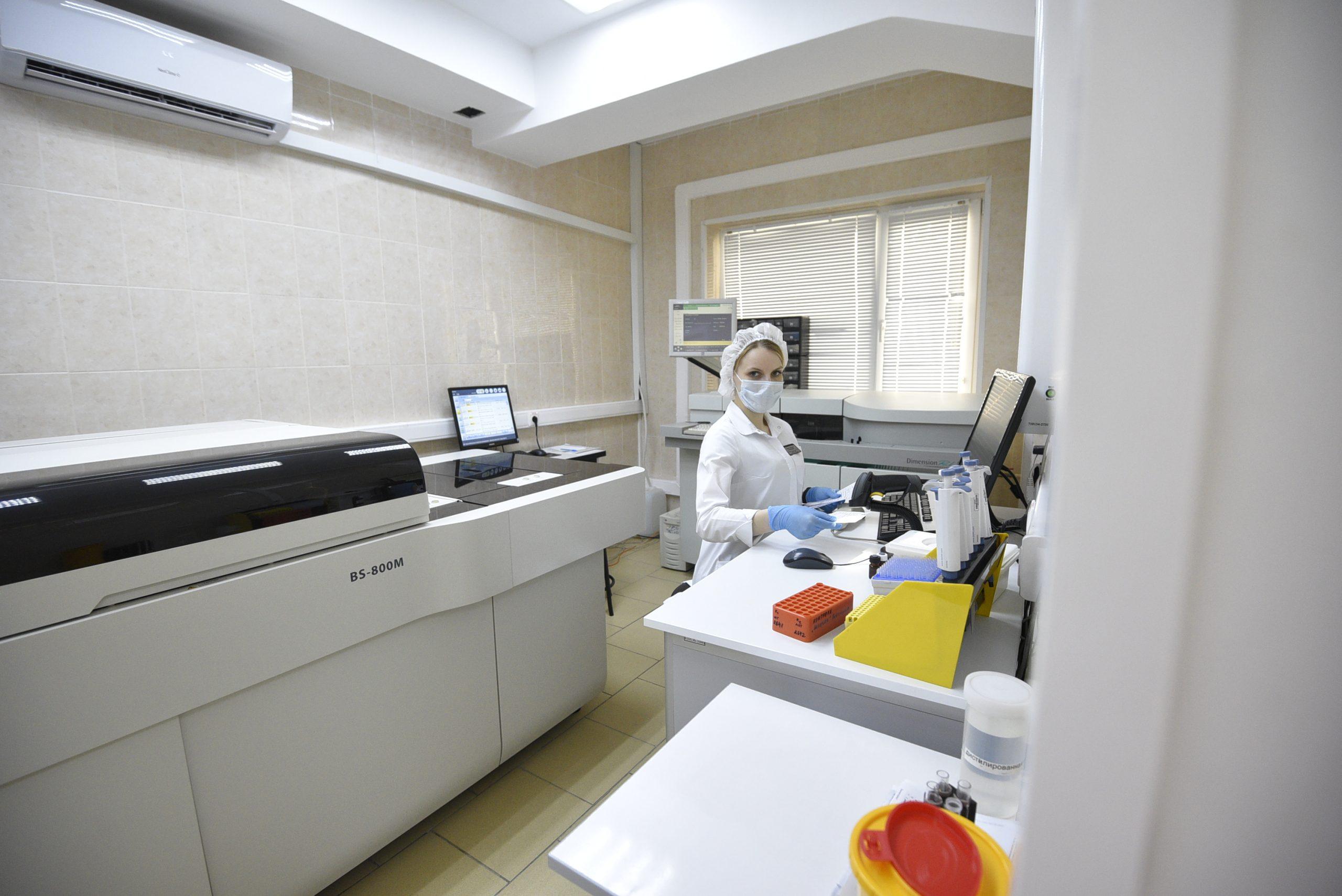 За прошедшие сутки в Москве выявили 5 700 новых случаев инфекции коронавируса