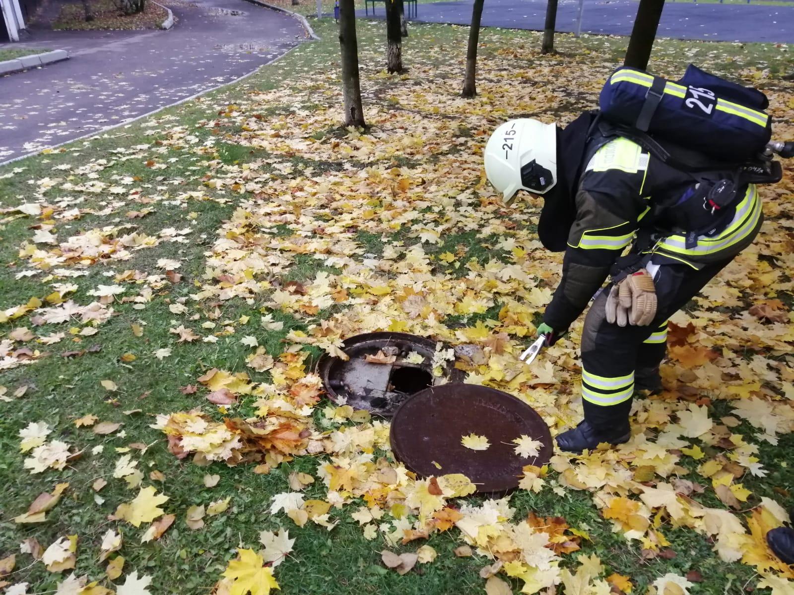 Пожарные ПСО № 215 Пожарно-спасательного центра города Москвы провели пожарно-тактические учения по тушению условного пожара