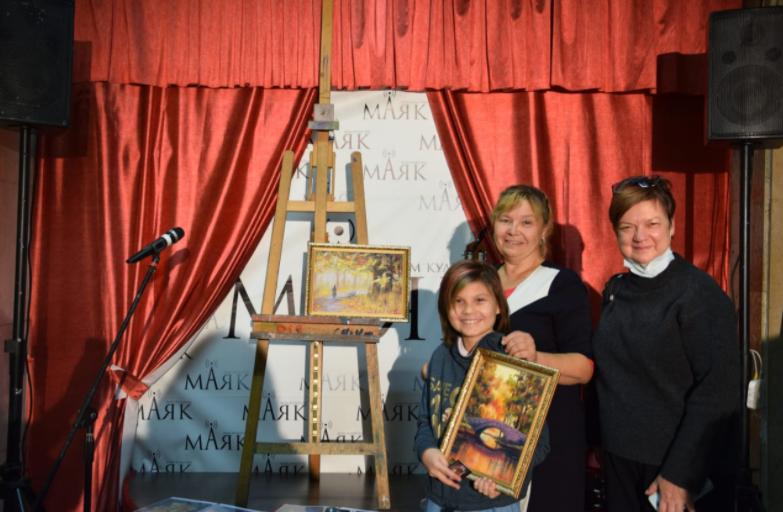 Выставка картин открылась в «Маяке»